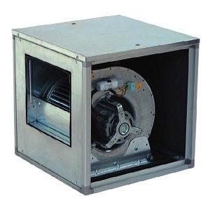 Hangcsillapított radiálventilátor direkthajtással, egyfázisú vagy háromfázisú motorral, el?rehajló lapátozással.  Horganyzott acél készülékház. Sokféle gépnagyság elérhet?.  Légszállítás 8 500 m3/h -ig.  Max. össznyomásnövekedés 540 Pa.  Maximális üzemi h?mérséklet: 40 °C.